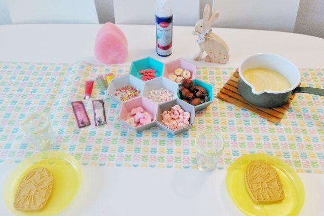 Een heerlijk recept voor zelfgemaakte witte chocolademelk met over the top paas & eenhoorn decoratie! https://www.mamaliefde.nl/blog/witte-chocolademelk-zelf-maken-recept/
