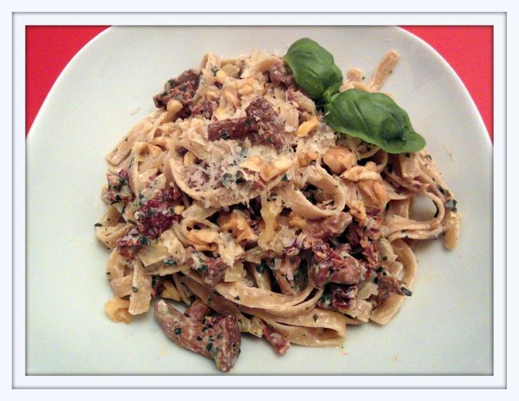 Pasta mit Pilzen, Tomaten und Basilikum