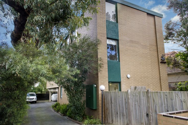 1/20 Victoria Gr, HAWTHORN EAST. AUCTION 24 October 2015 SOLD $455,000 RES $400,000