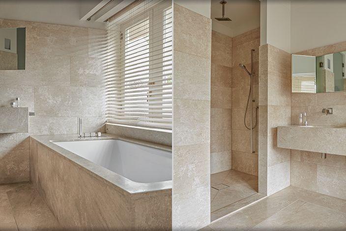 Badkamer Perlato marmer. Design Babs Appels interieurarchitect. Photography Alexander van Berge.