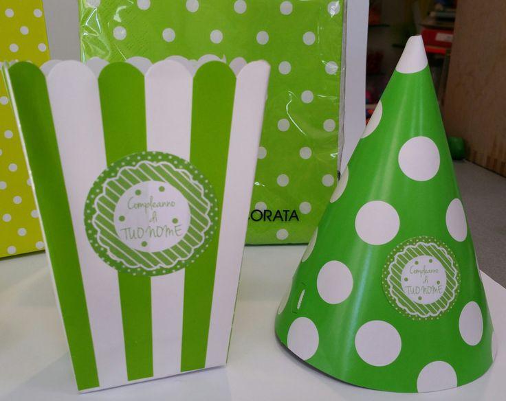 kit party personalizzato verde righe e pois per decorare la tavola della festa di Festalandia su Etsy