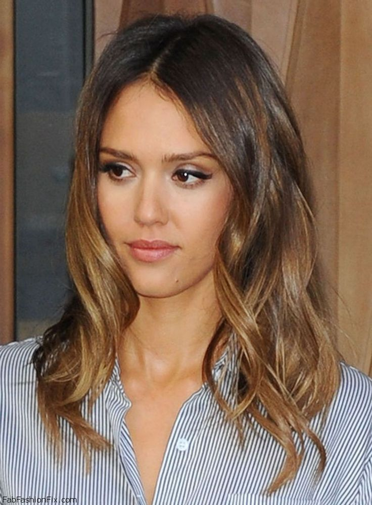 Gorgeous Jessica Alba with honey brown beach waves hairstyle. #jessicaalba