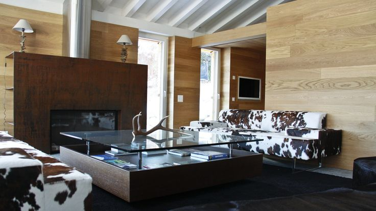 Villa a Samedan – Wooden dining room table Roncoroni Moretti
