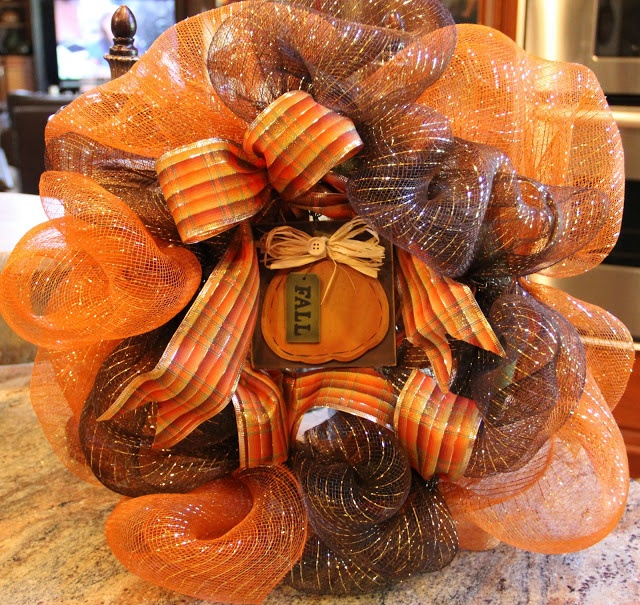 Savvy Seasons by Liz: Deco Poly Mesh Ribbon Wreath - Picture Tutorial