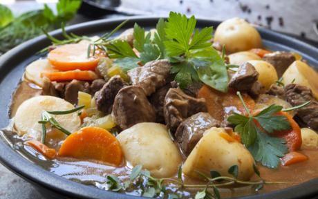 La Receta del Mundo de este mes es el Irish Stew que es de origen irlandés. El Estofado irlandés es el plato más popular del país, en más de un sentido: es el más consumido y uno de los más económicos.