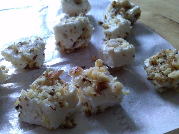 Tempo fa cercavo ricette di paste fredde su internet,poichè stufa della solita pasta con pomodoro e mozzarella, e mi imbattei in questa. Ora, purtroppo no