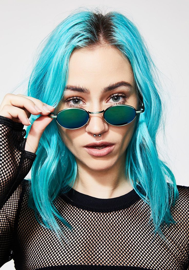 Nevermind Oval Sunglasses when you have better things to care about. These oval sunglasses have a green and blue polarized lens and silver frames.