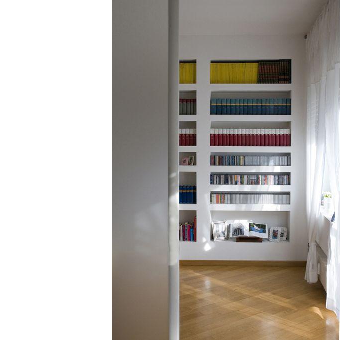 librerie incassate nel muro -