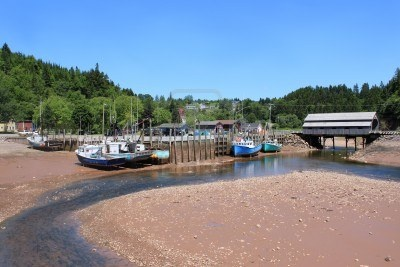 10004276-fishing-wharf-in-st-martins-new-brunswick-canada-on-low-tide-with-moored-boats-in-mud-with-a-covered.jpg (400×267)