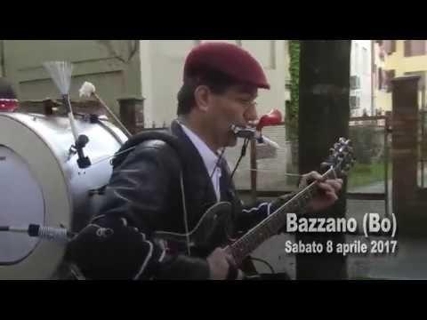 Uomo orchestra in parata.   Federico Berti