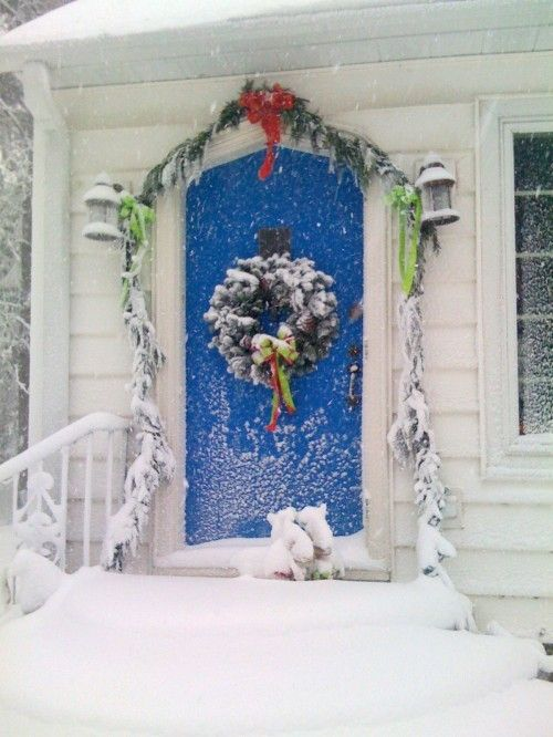 #christmasIdeas, Christmas Design, Front Doors Colors, Doors Design, Blue Christmas, Blue Doors, Christmas Doors, White Christmas, Christmas Decor