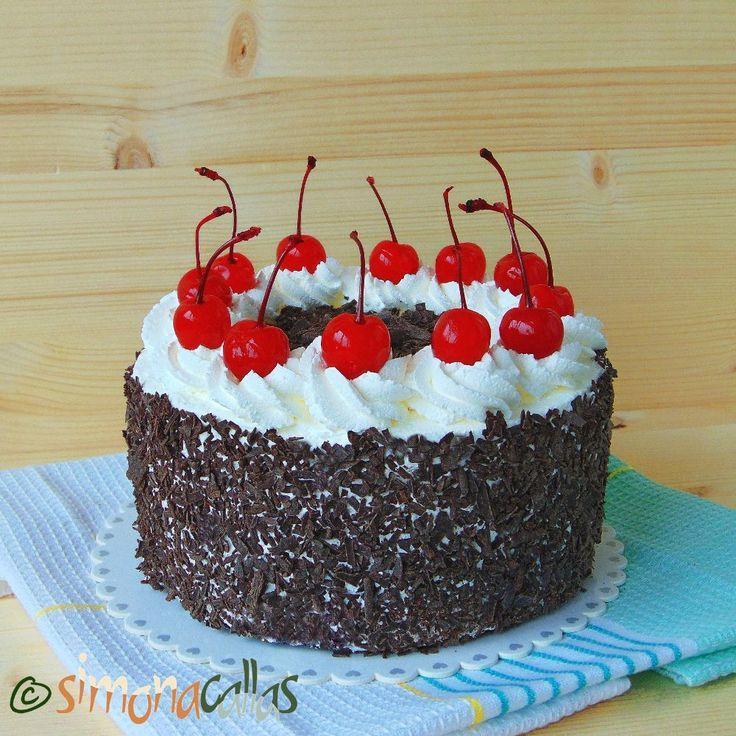 Tort Padurea Neagra de post - Tort delicios cu frisca, ciocolata si cirese - simonacallas