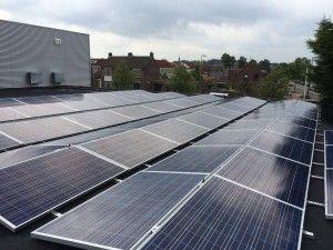 Een van onze grote zonne-energie projecten met 550 zonnepanelen (ZN Shine met 250 WP poly panelen) voor Willemsen Sport in Oosterhout, geplaatst door Pebble Green Systems