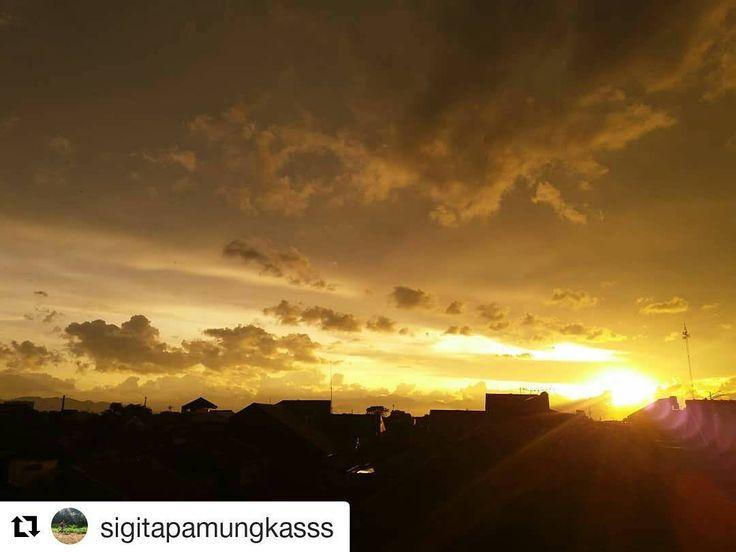 #Repost @sigitapamungkasss (@get_repost)  The last sunset of 2017  Thanks for every damn lessons 2017 was a hardest years ever. . . . . #sunset #2017 #thelastsunsetof2017 #newyeraseve #sky #bright #brightsky #phonecamera #photo #cameraphone #phone #lowlightcamera #galaxyphone #photophone #phonephotography #phonecameraphotography #photography #newhobby #beginnerphotography #indonesia #jawabarat #visitindonesia