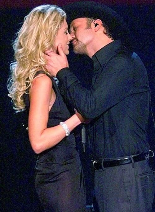 For his birthday, Tim Mcgraw is going to remind you how sexy he is (20 photos)