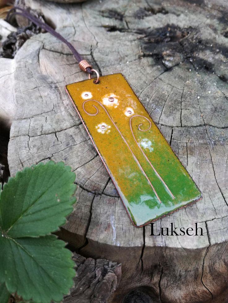Collana pendente ciondolo in rame e smalti a fuoco fiori lucciole fate verde arancio giallo bianco giardino natura naturale unico originale di Lukseh su Etsy