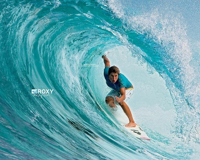 Surfe ou surf esporte radical devido pelo grau de dificuldade dos movimentos executados ao acompanhar o movimento de uma onda do mar sobre uma prancha à medida que esta onda se desloca em direção à praia. Surfing-tips,how tolearn surfing