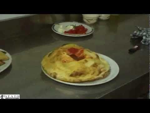 Manfredonia, preparazione pizza Vulcano - Ristorante Vela d'Oro (ST) - YouTube
