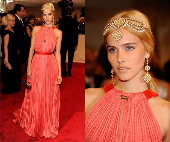 Isabel Lucas at the Met Gala in Louis Vuitton.  This is such a BEAUTIFUL dress!!!