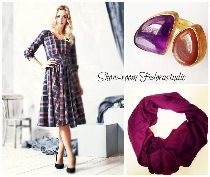 Каждый день мы вдохновляем Вас своими идеями! Как можно сочетать Платье с аксессуарами! И все есть в нашем шоу-руме! На фото: Платье Речел английская клетка размеры 40-50 цена 6900, кольцо с натуральными камнями (1900), шарф 100% шерсть (3500) Заказать 8 916 302 0 222 На сайте Платье http://www.fedorastudio.ru/shop/bag/card/ru.5738.htm Кольцо http://www.fedorastudio.ru/shop/bag/card/ru.4800.htm Шарф цвет бордо http://www.fedorastudio.ru/shop/bag/card/ru.5796.htm
