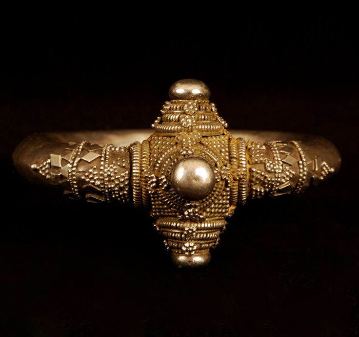 Southern India | Bracelet from the Toda people of Karnataka Province | Silver | Early 20th century | 600$ ~ Sold