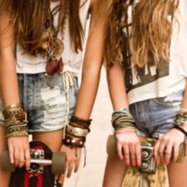 Skateboards, Hipster Fashion, Skater Girls, Best Friends, Style, Bracelets, Bestfriends, Long Hair, Jeans Shorts