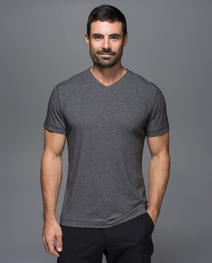We've engineered this soft, natural-fibre V-neck shirt with four-way stretch so that it moves with us but won't bag out. Because sometimes life doesn't stop for us to get changed between yoga class and the rest of our day.