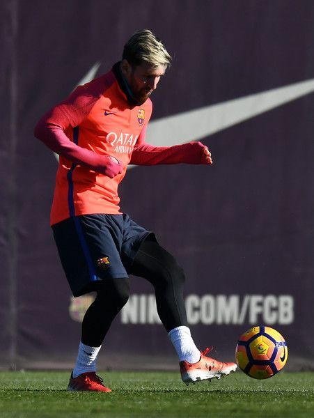 Lionel Messi of FC Barcelona controls the ball during a training session ahead of their La Liga match between FC Barcelona and Real Madrid on December 2, 2016 in Barcelona, Catalonia.