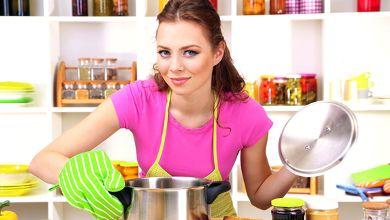 """Numa corrida contra o tempo, as donas de casa têm que fazer uma grande """"ginástica"""" para satisfazer as necessidades e gostos de toda a família, muitas vezes limitadas a um orçamento baixo. Conheça algumas dicas. #Cozinha_Poupar_Tempo_e_Dinheiro #dicas #truques #cozinha #tempo #dinheiro"""