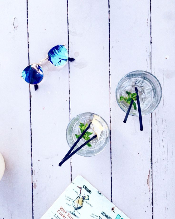 Refreshing afternoon cocktails by the sea // Instagram @marilou_an