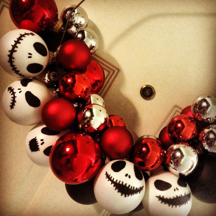 DIY Jack Skellington from The Nightmare Before Christmas wreath. I made this a few weeks ago :D  @baylinduh on Instagram