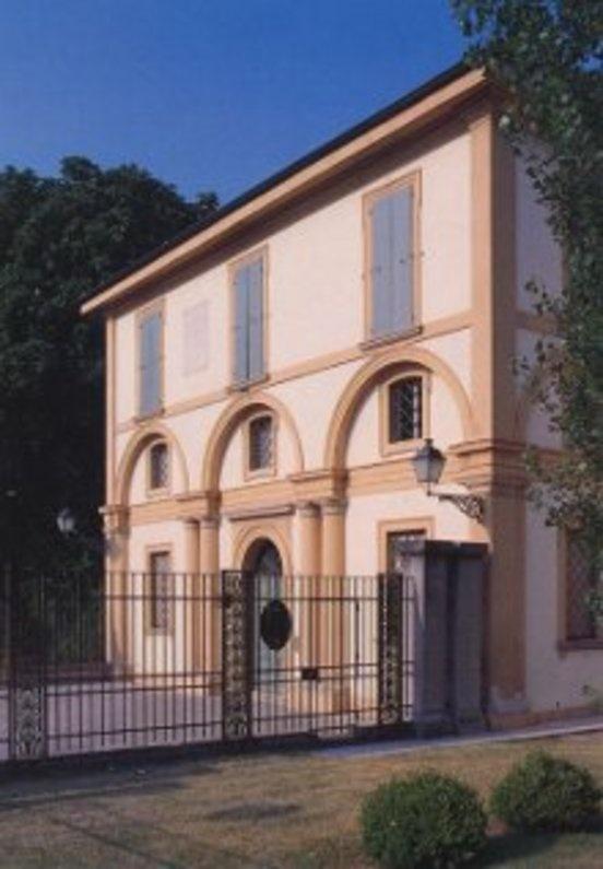 Casa Carducci  http://informa.comune.bologna.it/iperbole/cultura/articoli/8575/offset/6/id/8822