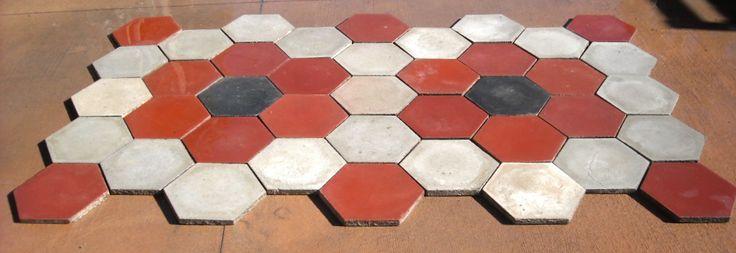 PAVIMENTO COMPLETO in cementine esagonali originale di recupero posa margherita