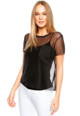 Blusa Calvin Klein Jeans Transparência Preta, com modelagem ampla e decote…