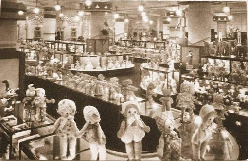 CHICAGO – MARSHALL FIELD DEPARTMENT STORE – TOY DEPARTMENT – DOLL DISPLAY – c1940