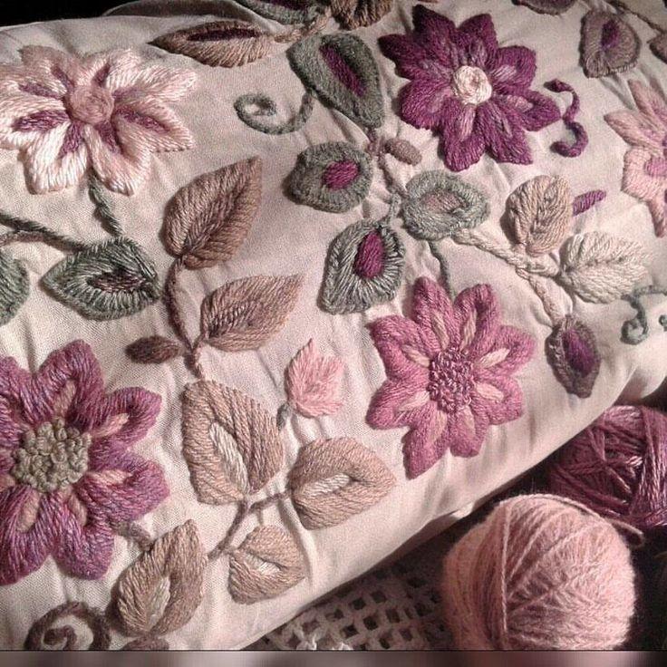 Almohadón Rose XL bordado a mano - comprar online