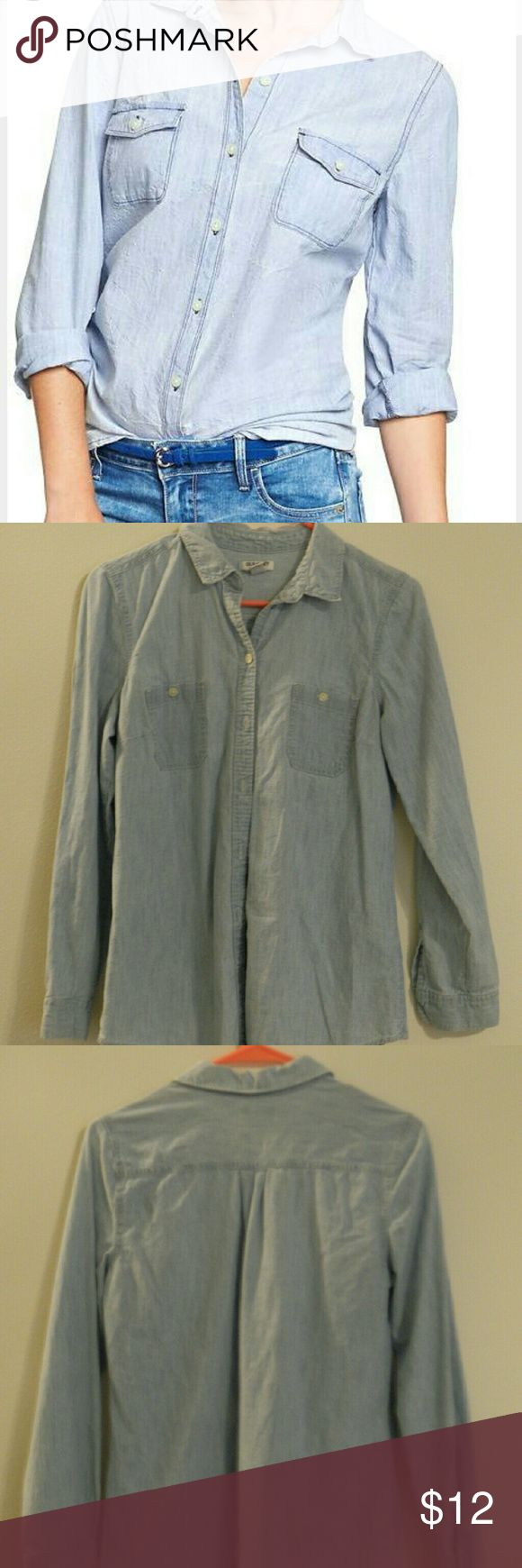 Old Navy Light Chambray Shirt Adorable Old Navy light chambray button up shirt. Excellent overall condition. Old Navy Tops Button Down Shirts