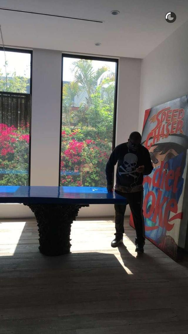 Asap Ferg playing table tennis in front of broslo's art;)