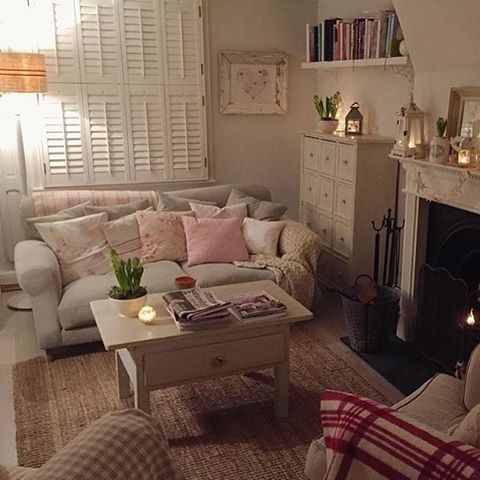 Cosy night in? Don't mind if we do! Thanks for sharing this snuggly snap of your Crumpet sofa @foundandfavour #LoafersHomes #Friday