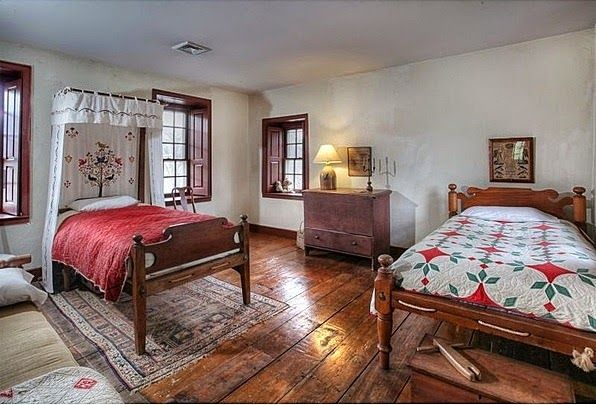 153 best images about colonial primitive interiors on for Colonial bedroom ideas