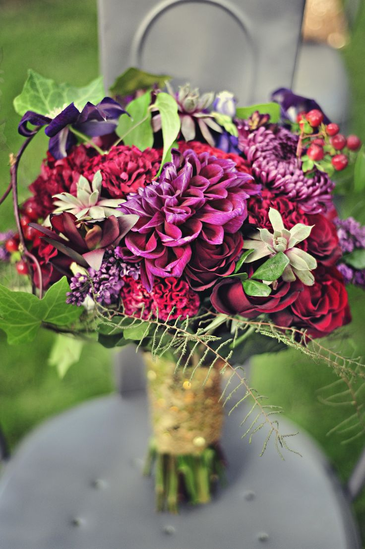 Mixed oversized bouquet is perfect for the fresh picked bohemian bride. Wedding Planning by Distinct Occasions (www.distinctoccasions.ca)
