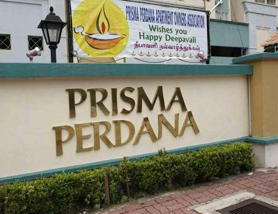 Prisma Perdana Condo Taman Midah Cheras 817sqft - Prisma Perdana is a condominium located in Taman Midah, Cheras. It is approximately 7km away from the city centre of Kuala Lumpur. The condominium has 208 units spread over 2 blocks in which each block is a 13-storey block. Taman Midah is actually located beside Bandar Tun Razak and Bandar Sri Permaisuri, which houses many public amenities and shops. The nearest highways that can access Prisma Perdana are Middle Ring Road 2 (
