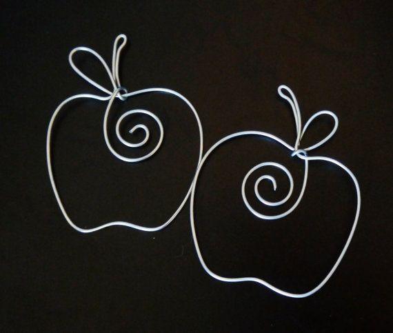 Apple en forma de marcador de alambre de plata por firstcomesloveco