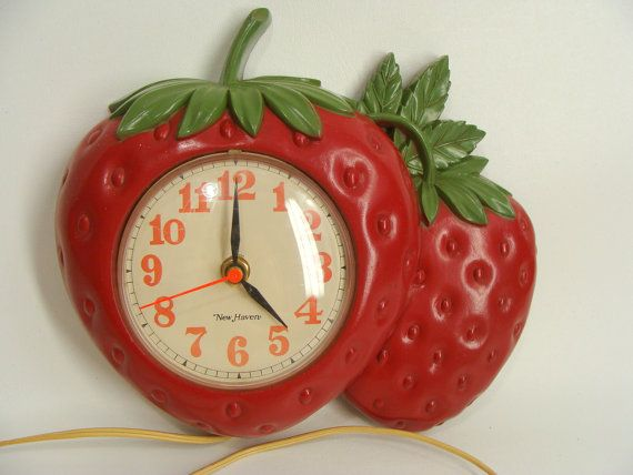 #vintage 70s 1975 New Haven Plastic #STRAWBERRY Clock Burwood Products 1352  By Wardrobetheglobe,