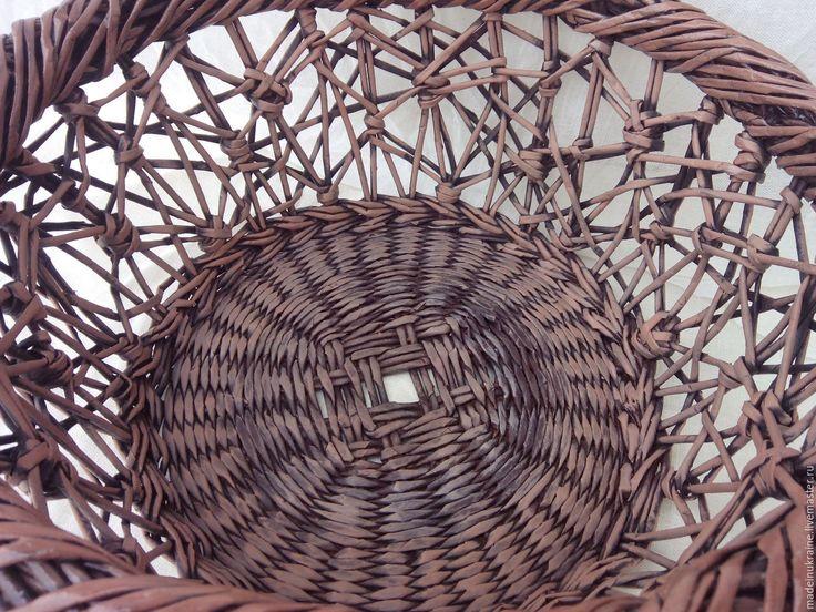 Купить или заказать Плетеный чемодан  Fleurs в интернет-магазине на Ярмарке Мастеров. Плетеный чемодан выполнен из бумажной лозы, легкий, прочный. Дно и крышка - МДФ, декор - роспись акрилом. Ремешки и ручка – натуральная кожа, в качестве крепежей – металлическая фурнитура.
