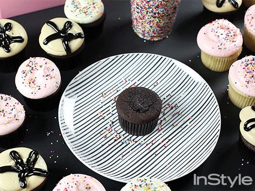 ✳︎ Hooray for Cupcake Day! ✳︎ Learn How-To Frost Cupcakes for National Cupcake Day!  #Yum #cupcakes @instyledecor