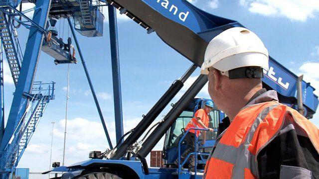 Bij ons bent u op het juiste adres voor:  - Materieel inspecties:  Keuringen / inspecties van wegenbouw materieel, heftrucks, hoogwerkers, aanbouwwerktuigen, werkplaats uitrusting, elektrisch gereedschap (NEN3140), schade expertises, aankoopkeuringen etc.   - Hijs– en hefmiddelen:  Beproeven / inspecties (ook op locatie d.m.v. een mobiele trekbank) van hijs– en hefmiddelen en valbeveiliging. Leveringen van hijs– en hefmiddelen en valbeveiliging.   Dealer (geautoriseerd) /leverancier van…