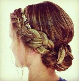 Junior bridesmaid hair if my MOH has the matching up do