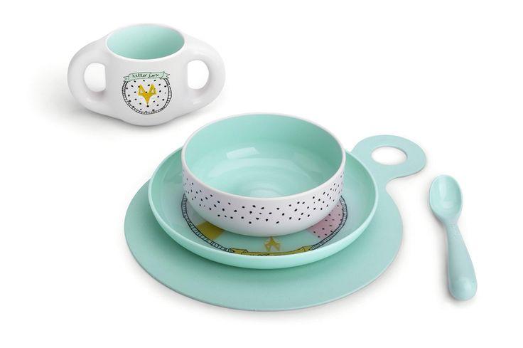 SET REPAS Hello Fox Turquoise  Sous plat en silicone anti-dérapant + Assiette + Bol + Tasse + Cuillière Vaisselle ergonomique, 0% BPA. Vaisselle incassable et micro-ondable, passe au lave-vaisselle. Contenance de la tasse : 200ml Prix : 39 €