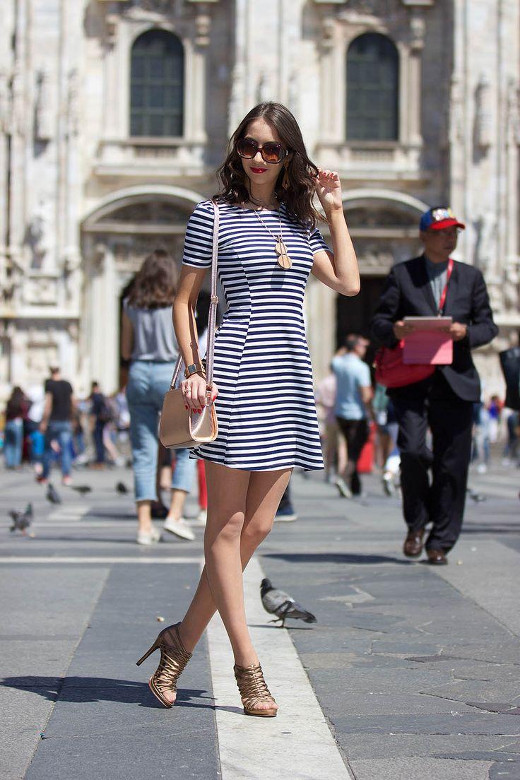 Look com vestido listrado azul marinho, blog Manu Luize. Moda, street style Milano